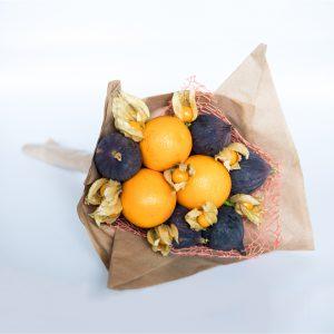 Mit diesem eleganten Strauß aus Feigen, Orangen und Physalis wird die Party glamourös.