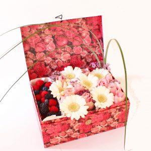 Valentinstag, Valentinstagsgeschenke, Valentinstagsgeschenkidee, Erdbeeren, Erdbeeren in Schokolade, Erbeerstrauß, Blumenstrauß