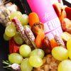Rotwein, Funtimewine, Funtime, Mitbringsel, Geschenkidee, Essbarer Strauß, Pistazien, Ungarische Wurst, Salami, Parmesan