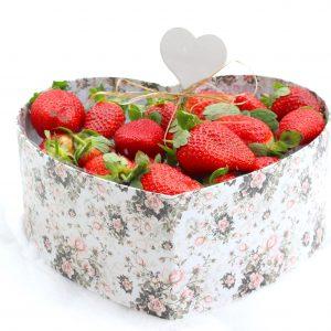 Valentinstag, Valentinstagsgeschenke, Valentinstagsgeschenkidee, Erdbeeren, Erdbeeren in Schokolade, Erbeerstrauß, Blumenstrauß, Erdbeeren, Brombeeren, Heidelbeeren, Himbeeren